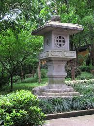 японские садовые фонарики
